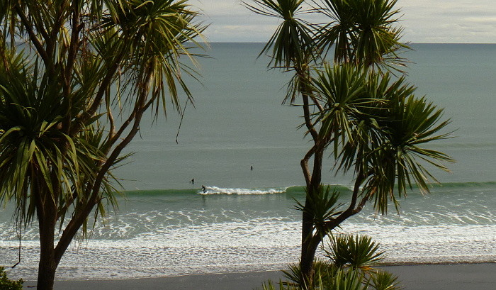 Surf Course in Raglan. Even on small swells there can be good conditions for learning.